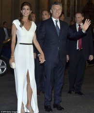 3017EDE100000578-3395930-The_couple_arrive_at_the_Colon_Theater_in_Buenos_Aires_to_celebr-m-71_1452640399953